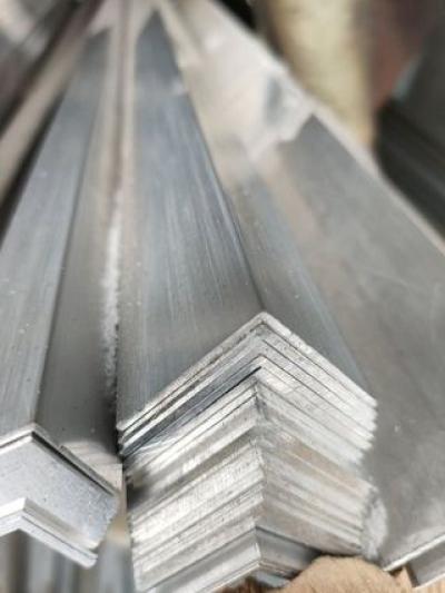 Уголок алюминиевый 20x20
